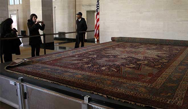 رونمایی از جفت قالی یتیمان ارمنی
